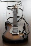 Guitarra elétrica com cabo, plectro Fotografia de Stock