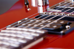 A guitarra elétrica da rocha dobrou fotografia de stock royalty free