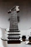 Guitarra elétrica em assuntos retroiluminados Foto de Stock