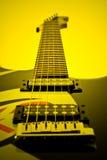 Guitarra elétrica no amarelo-tom Imagem de Stock Royalty Free