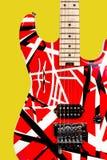 Guitarra elétrica vermelha e branca do close up bonito Imagens de Stock