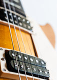 Guitarra elétrica no fundo branco Fotos de Stock