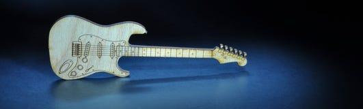 Guitarra em uma fase Imagens de Stock