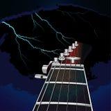 Guitarra en un fondo del cielo con el relámpago Foto de archivo libre de regalías