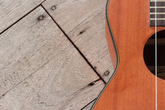 Guitarra havaiana da uquelele no fundo de madeira foto de stock royalty free
