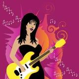 A guitarra jogou pela mulher bonita Fotos de Stock