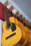 Guitarra na escola de música na parede Imagem de Stock Royalty Free