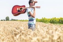 Guitarra na natureza Foto de Stock Royalty Free