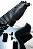 Guitarra negra en blanco Imagen de archivo libre de regalías