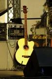 Guitarra no estágio Fotografia de Stock Royalty Free