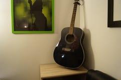 Guitarra preta fotografia de stock royalty free