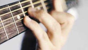Guitarra que está sendo jogada perto acima vídeos de arquivo