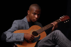 Guitarra que juega adolescente Imágenes de archivo libres de regalías