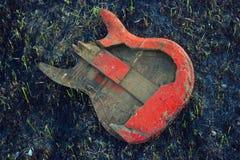 Guitarra quemada Imágenes de archivo libres de regalías