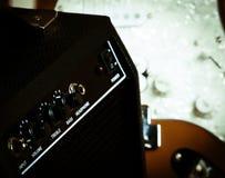 Guitarra retra amperio Imágenes de archivo libres de regalías