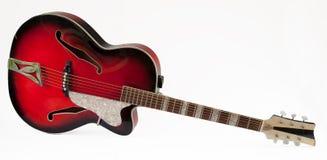 Guitarra roja del archtop del vintage Imagenes de archivo