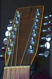 guitarra 12-string eletro-acústica, principal e mecânico imagem de stock