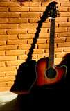 A guitarra velha Fotografia de Stock