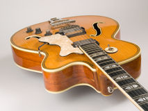 Guitarra velha do jazz do archtop fotografia de stock royalty free
