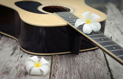 Guitarra vieja Fotos de archivo libres de regalías