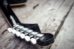 Guitarra vieja Foto de archivo libre de regalías