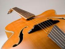 Guitarra vieja del jazz del archtop Imágenes de archivo libres de regalías