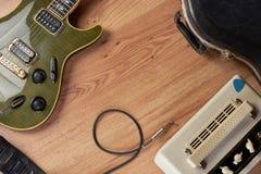 Guitarra y amperio Imagen de archivo libre de regalías