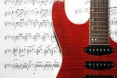 Guitarra y hoja de música Imagen de archivo libre de regalías