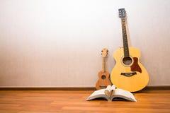 Guitarra y ukelele Fotos de archivo libres de regalías