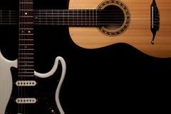 guitarras Imagem de canto larga da beira da guitarra elétrica e acústica foto de stock royalty free