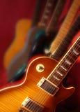 Guitarras inclinadas foto de archivo
