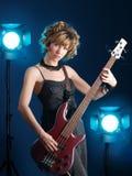 Guitarrista à vista dos projetores Foto de Stock Royalty Free