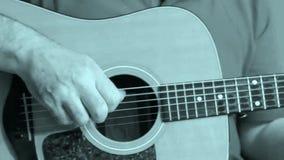 Guitarrista acústico popular preto e branco vídeos de arquivo