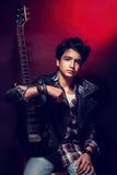 Guitarrista adolescente hermoso Fotos de archivo libres de regalías