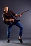 Guitarrista apasionado Fotos de archivo libres de regalías
