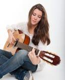 Guitarrista bonito Imagen de archivo libre de regalías