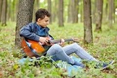 Guitarrista del adolescente Imágenes de archivo libres de regalías