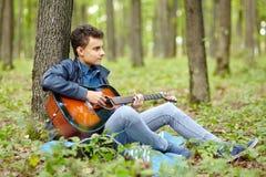 Guitarrista del adolescente Fotos de archivo libres de regalías