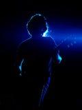Guitarrista en azul Fotografía de archivo libre de regalías