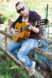 Guitarrista en la calle Imagen de archivo libre de regalías