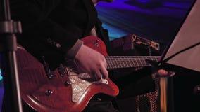 Guitarrista en la etapa almacen de video