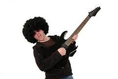Guitarrista joven que toca una guitarra eléctrica negra Imagen de archivo libre de regalías