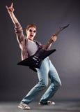 Guitarrista nos óculos de sol imagens de stock royalty free