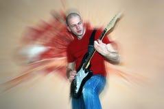 Guitarrista novo que joga a guitarra Foto de Stock Royalty Free