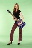 Guitarrista principal rojo del rock-and-roll con el poste de Tounge Foto de archivo