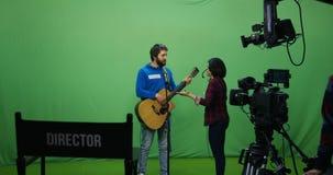 Guitarrista que falla en una audición almacen de metraje de vídeo