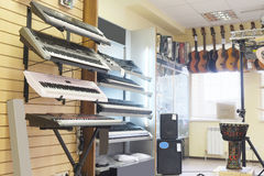 Guitars in shop Royalty Free Stock Photos