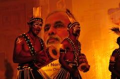 Gujarati plemienni ludzie pokazują przy podróży halą targową w Ahmedabad z obrazy stock