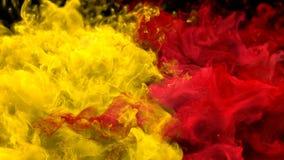 Gul alfabetisk för partiklar för vätska för explosioner för rök för bristning för röd färg åtskillig färgrik stock illustrationer