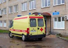 Gul ambulansbil Royaltyfri Bild